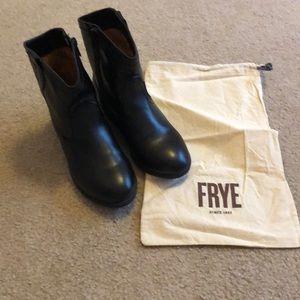 Girls Frye Roper Stitch Boot-Size 2